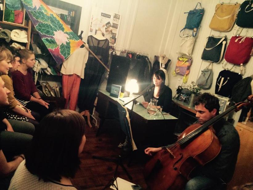 Adriana erzählt aus ihrem Tagebuch und wird vin Noah am Cello begleitet.